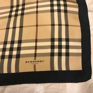 Authentic Burberry London Signature Check Scarf
